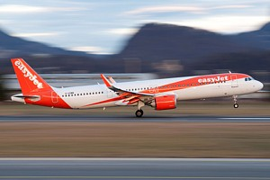 EasyJet Airline Airbus A321 G-UZMB